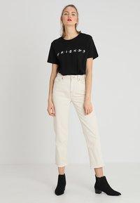 Merchcode - FRIENDS LOGO TEE - Print T-shirt - black - 1