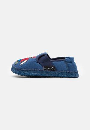 FUSSBALLER - Domácí obuv - blau