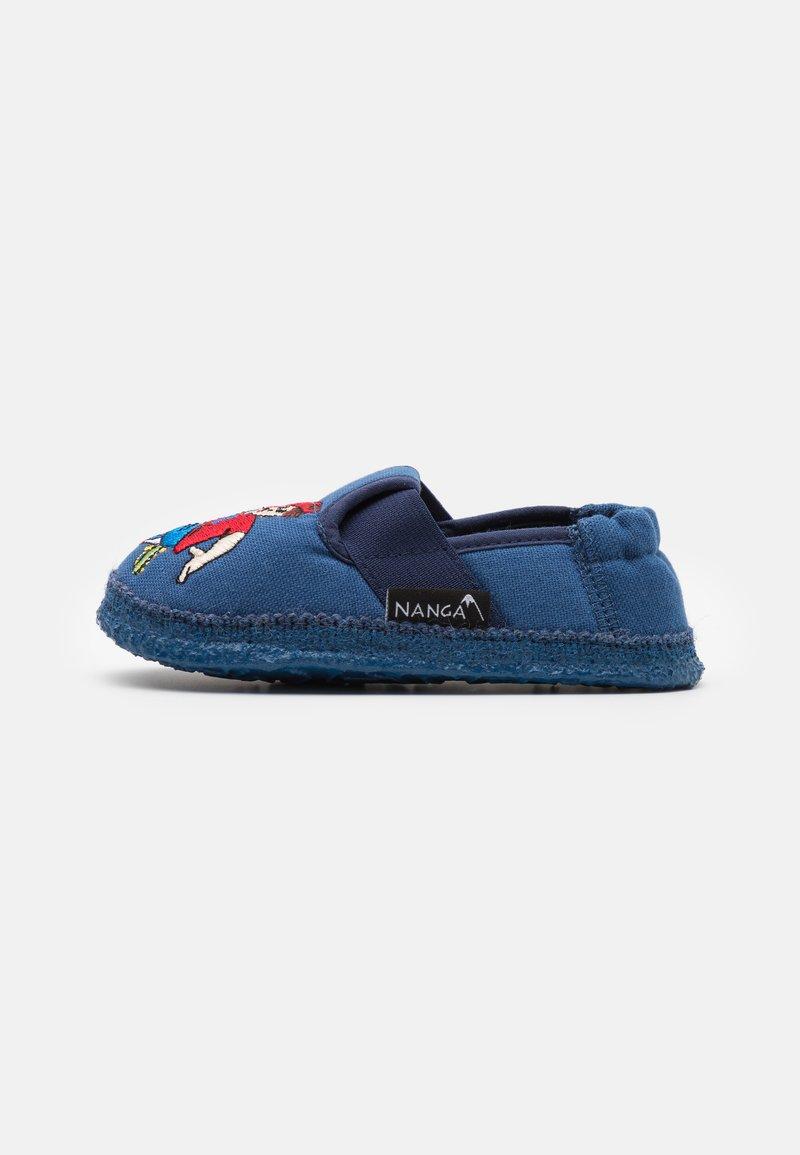Nanga - FUSSBALLER - Slippers - blau
