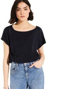 comma casual identity - MIT NETZ-EINSATZ - Print T-shirt - marine - 2