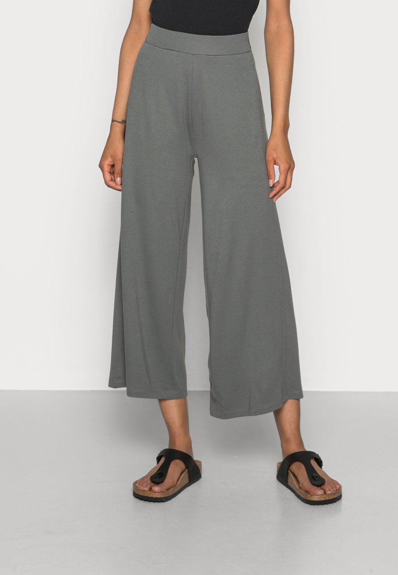 Marc O'Polo - CULOTTE CROPPED LENGTH ELASTIC WAISTBAND AT BACK - Trousers - olive garden