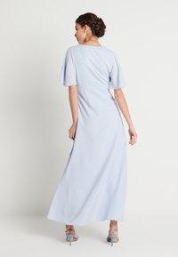 NA-KD - ZALANDO X NA-KD V NECK FLOWY DRESS - Galajurk - dusty blue - 2
