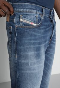 Diesel - D-FINING - Jeans Tapered Fit - blue denim - 4