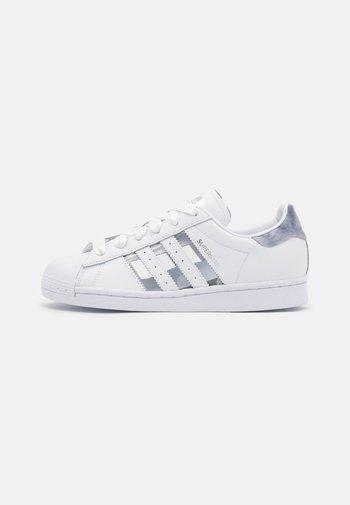 SUPERSTAR  - Zapatillas - footwear white/grey three