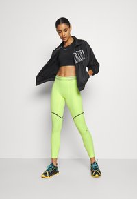 Puma - FIRST MILE EXTREME EXO-ADAPT LONG TIGHT - Medias - fizzy yellow - 1