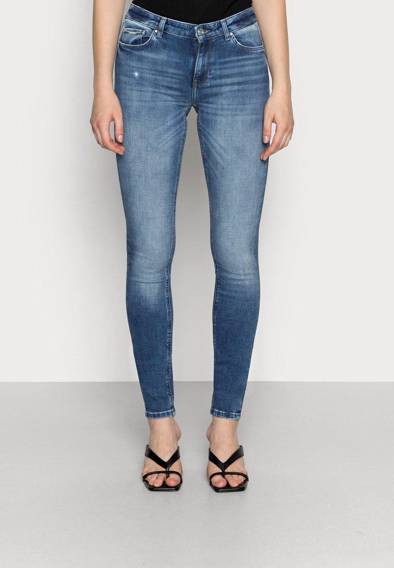 ONLY - ONLCARMEN - Jeansy Skinny Fit - dark blue denim