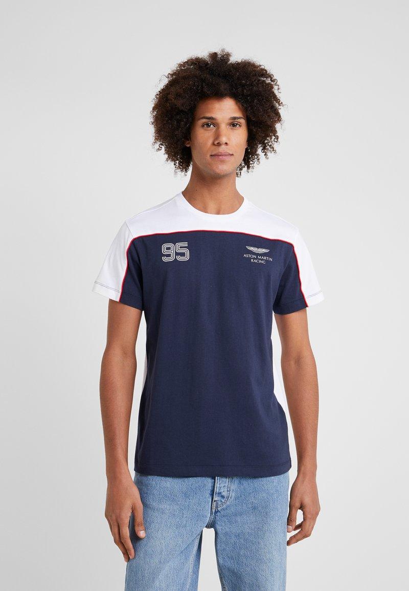 Hackett Aston Martin Racing - MULTI TEE - T-shirt z nadrukiem - navy/white