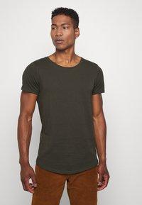 Lee - SHAPED TEE - Basic T-shirt - serpico green - 0