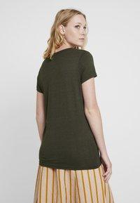Marc O'Polo DENIM - SHORT SLEEVE V NECK - Print T-shirt - action green - 2