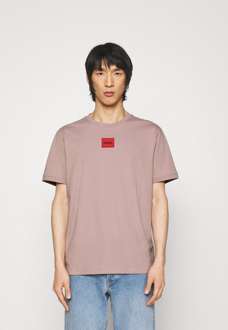 HUGO - DIRAGOLINO - Basic T-shirt - light/pastel brown