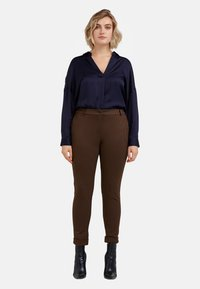 Fiorella Rubino - Trousers - marrone - 1