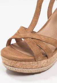 UGG - MELISSA - Sandales à talons hauts - chestnut - 2