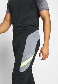 Nike Performance - DRY ACADEMY PANT  - Pantalon de survêtement - black/dark smoke grey/volt/light smoke grey - 5