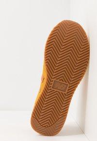 New Balance - 720 - Baskets basses - yellow/orange - 4