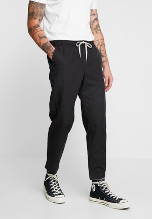 LUCKETT TROUSER - Kangashousut - washed black