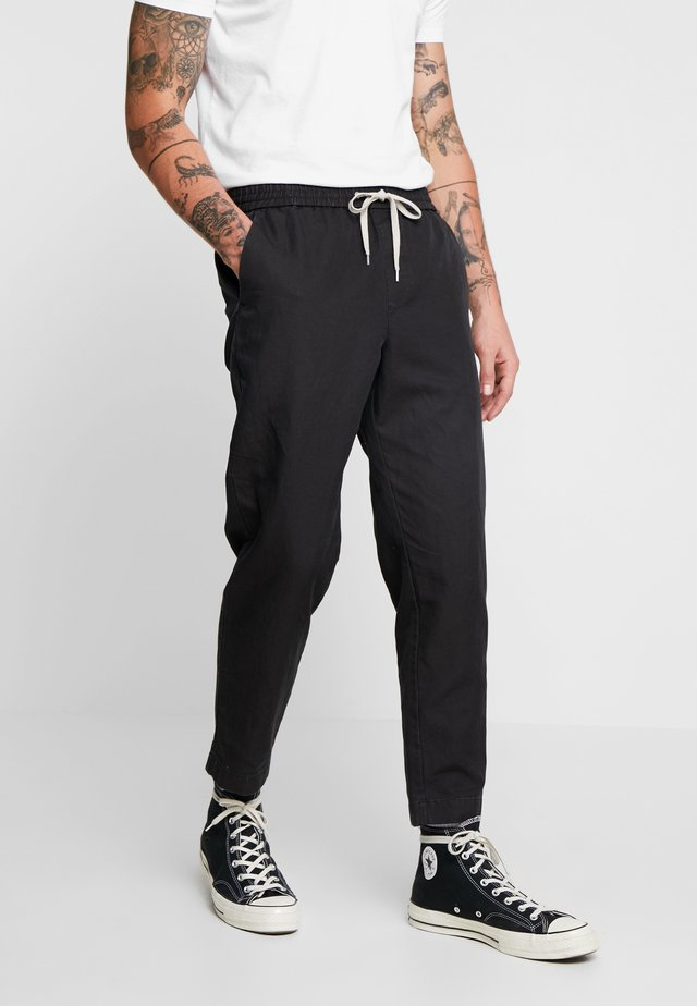 LUCKETT TROUSER - Bukser - washed black