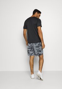 Nike Performance - DRY SHORT CAMO - Korte broeken - black/grey fog - 2