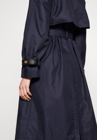 Coach - HOODED - Trenchcoat - raven blue - 5