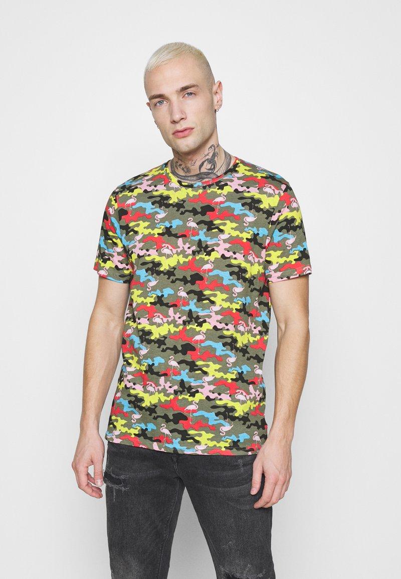 Brave Soul - CAMINGO - T-shirt med print - khaki/multi colour