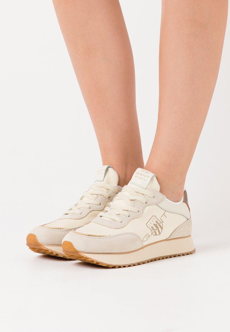 GANT - BEVINDA RUNNING - Zapatillas - cream/gold