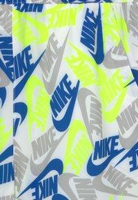 Nike Sportswear - Shorts - white/light smoke grey - 2