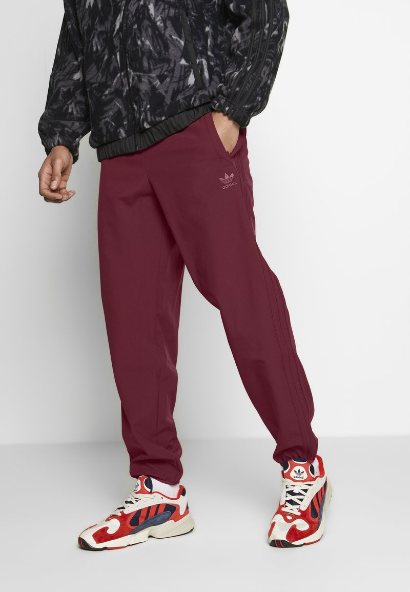 adidas Originals - WINTERIZED TRACK PANT - Trainingsbroek - coll burgundy/bold pink