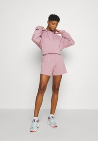 BDG Urban Outfitters - JOGGER - Shorts - bubble gum - 1