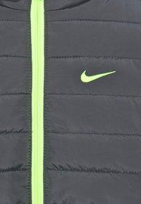 Nike Sportswear - BOYS ESSENTIAL PADDED - Winter jacket - dark gray - 2
