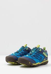 Keen - CHANDLER CNX - Zapatillas de senderismo - brilliant blue/blue depths - 3