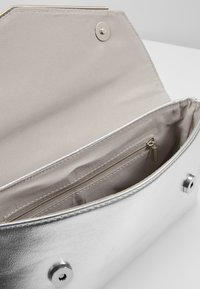 Dorothy Perkins - BAR  - Clutch - silver - 6
