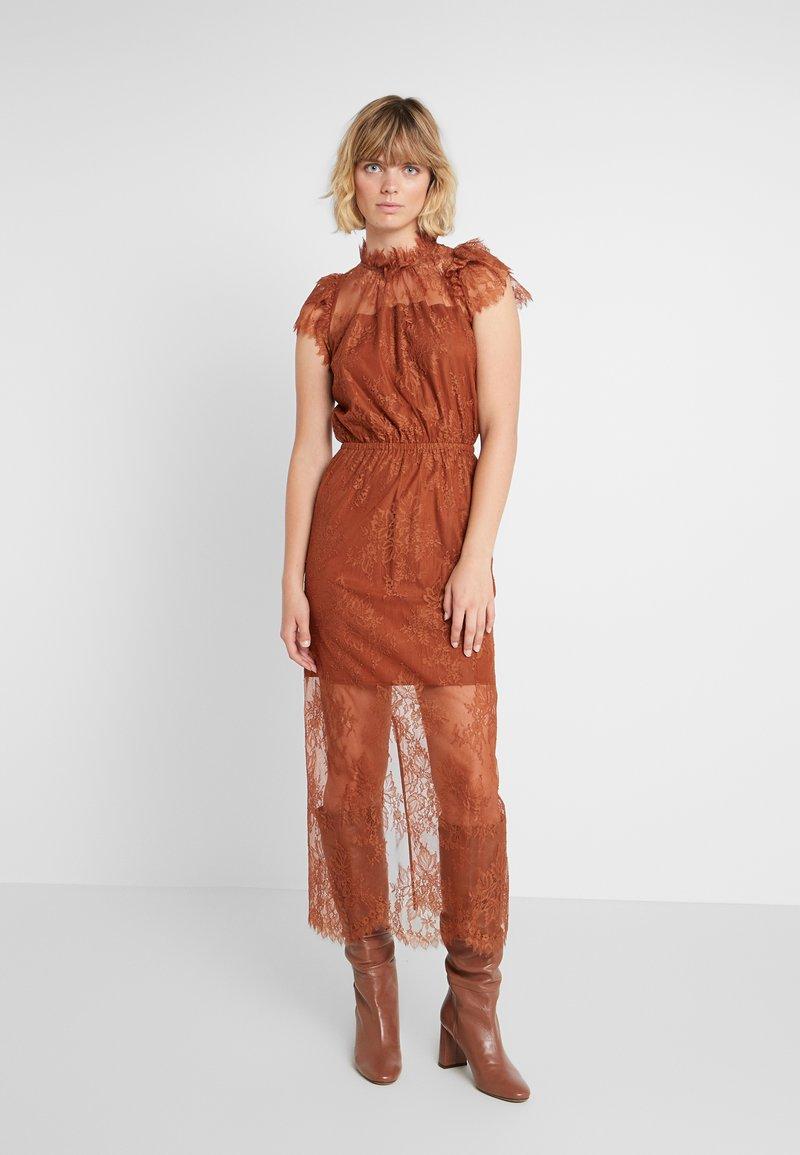 DESIGNERS REMIX - MELISSA DRESS - Cocktail dress / Party dress - mahogany