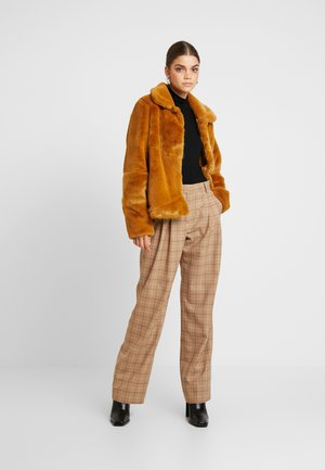 Mantel - buckthorn brown