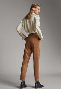 Massimo Dutti - MIT BUNDFALTEN - Trousers - brown - 3