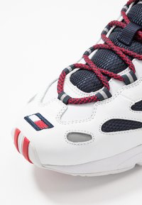 Tommy Jeans - HERITAGE RETRO - Trainers - white/dark blue - 5