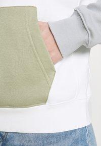 Nike Sportswear - HOODIE  - Felpa - summit white/light smoke grey - 5