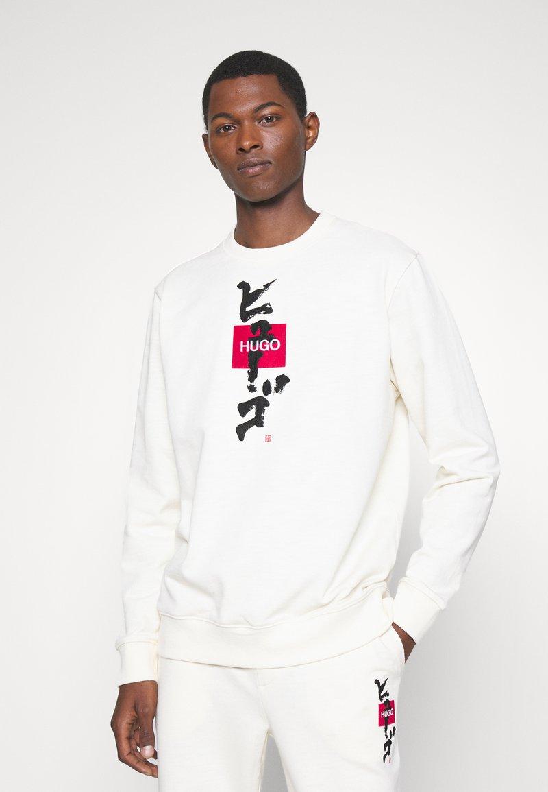 HUGO - DONGIRI - Sweatshirt - natural
