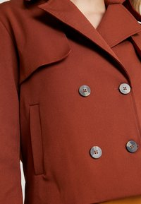 UNIQUE 21 - HEAVY SHORT TRENCH COAT - Lett jakke - rust - 5