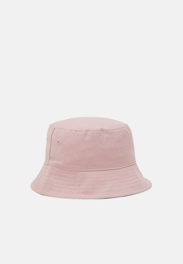 Hattu - rose