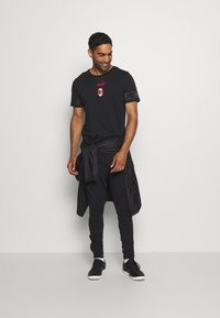 Puma - AC MAILAND CULTURE TEE - Club wear - puma black/tango red - 1