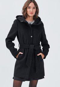 Cache Cache - MIT GÜRTEL - Short coat - noir - 0