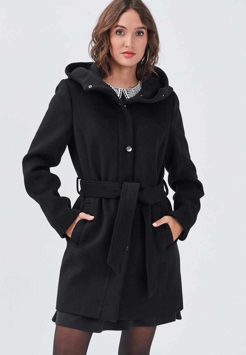 Cache Cache - MIT GÜRTEL - Short coat - noir