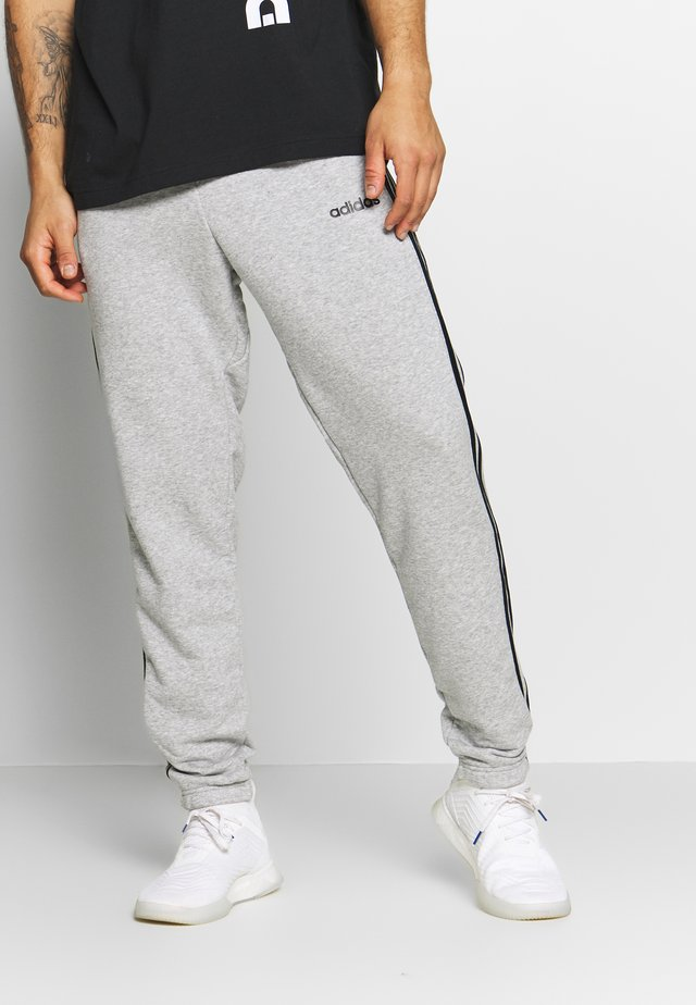 ESSENTIALS 3STRIPES FRENCH TERRY SPORT PANTS - Pantalon de survêtement - medium grey heather/black