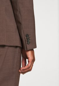 Calvin Klein Tailored - TROPICAL STRETCH SUIT - Suit - brown - 8