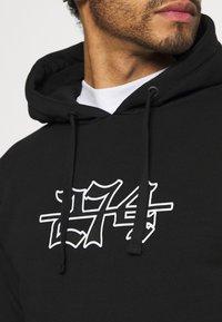 274 - APPLIQUE HOODIE - Sweater - black - 4