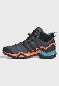 adidas Performance - TERREX SWIFT R2 MID GORE-TEX HIKING SHOES - Hiking shoes - green - 5
