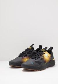 Vans - ULTRARANGE EXO - Trainers - black/yellow - 2