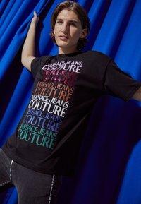 Versace Jeans Couture - T-shirt imprimé - nero - 3