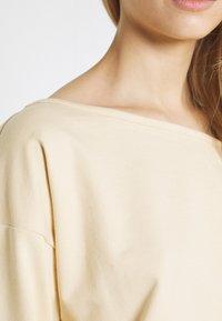 Missguided - OFF THE SHOULDER SET - Sweatshirt - creme brulee - 5