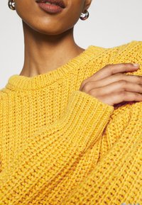 NU-IN - CHUNKY SWEATER - Maglione - light rust - 5