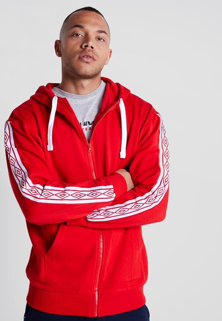 Umbro - TAPED ZIP THRU HOODIE - Zip-up hoodie - goji berry